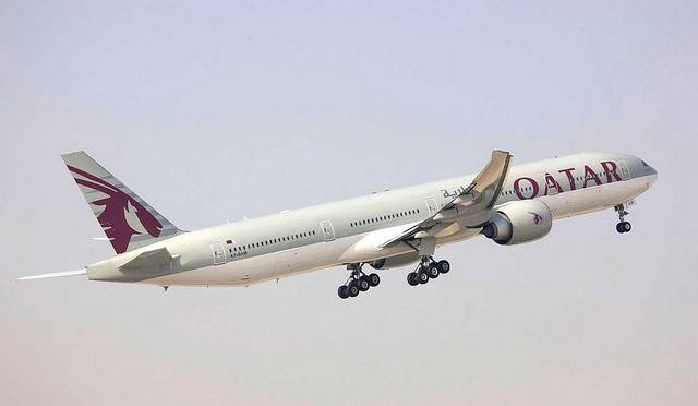 Qatar Airways 777-300 taking-off
