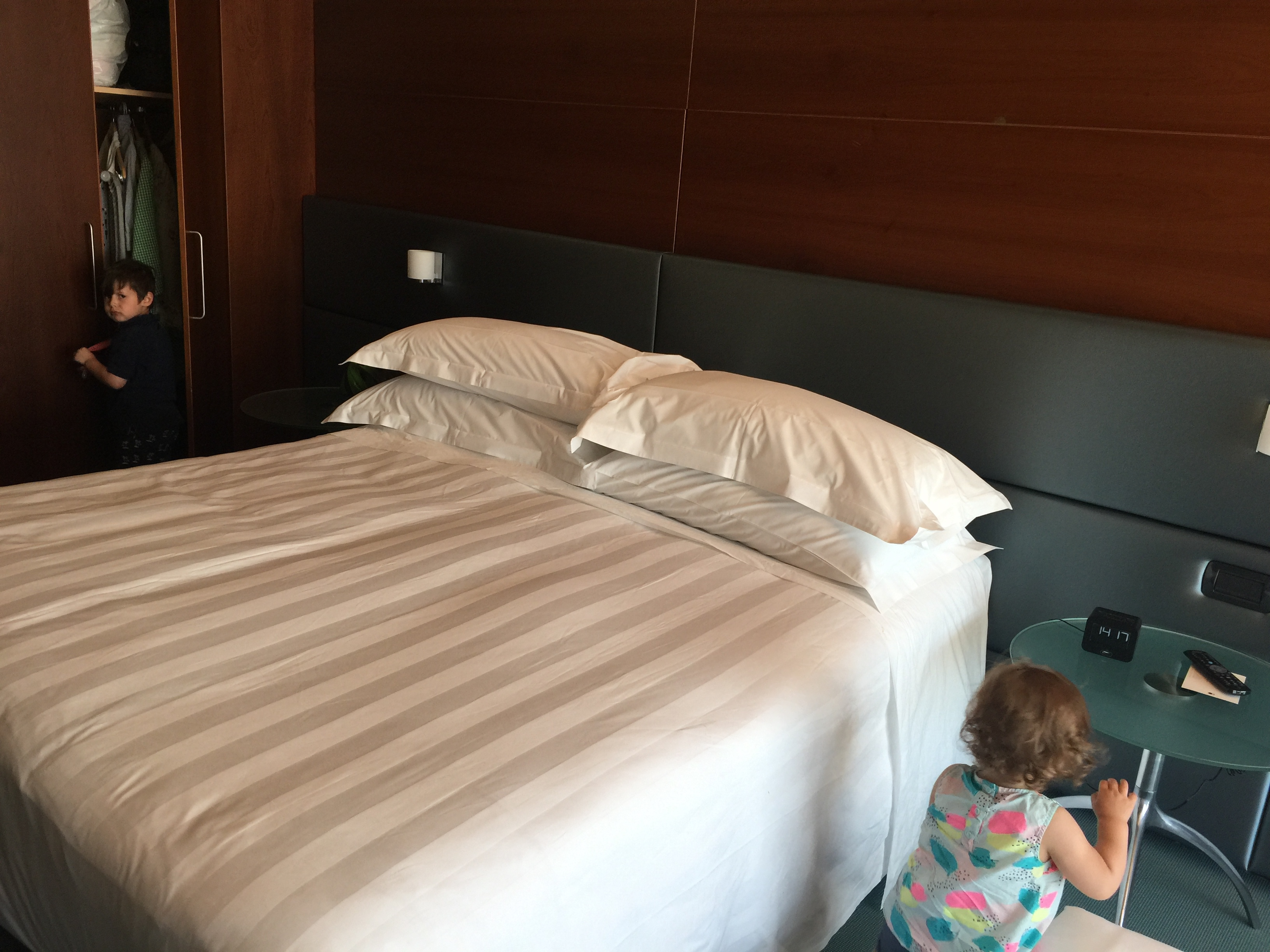 Queen bed - DoubleTree Turin Lingotto
