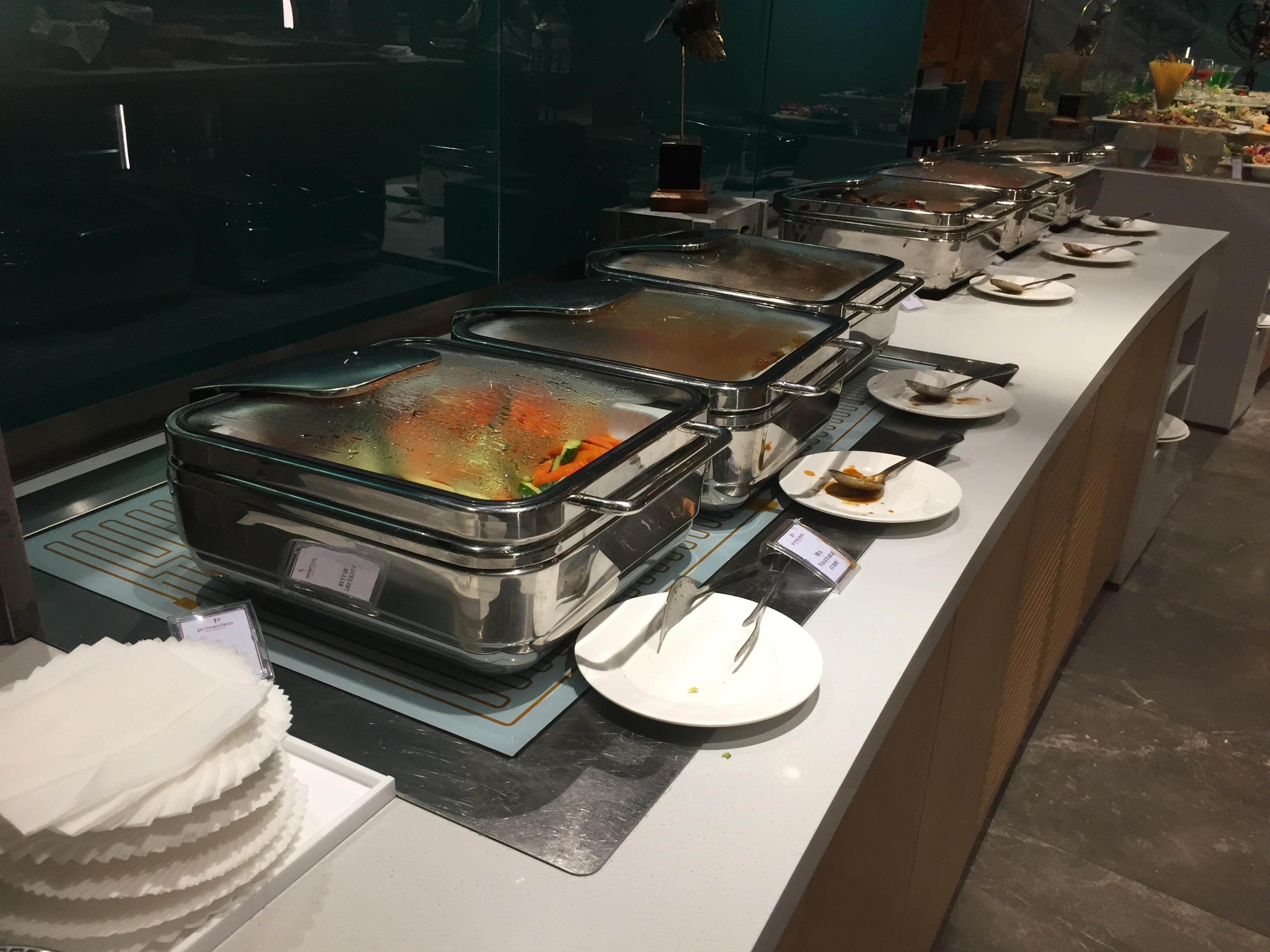 Warm food spread in the buffet area | The Primeclass Lounge Muscat